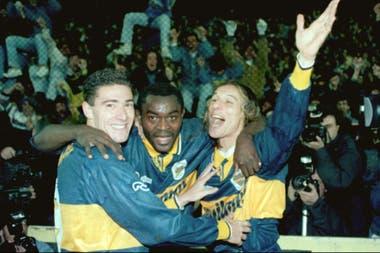Con Alphonse Tchami y Claudio Caniggia, durante su paso por Boca