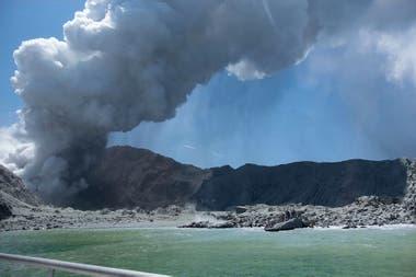El volcán fotografiado en plena erupción