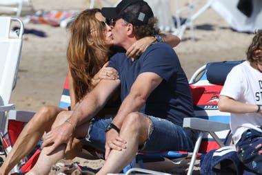¡Momento romántico! Analía Franchín y su marido, Sebastián Eskenazi coronaron la tarde con un beso