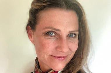La princesa Marta Luisa de Noruega renunció a su título real cuando se casó con el escritor Ari Behn, recientemente fallecido, para desarrollar proyectos privados.