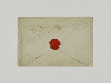 """""""Tengo escrita la mitad del libro de Navidad"""", dice en la carta que guarda este sobre fechado el 9 de noviembre de 1843"""
