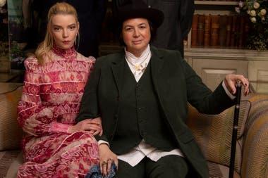 La actriz Anya Taylor-Joy y la directora Autumn De Wilde presentan con una imagen la nueva adaptación de la novela Emma de Jane Austen