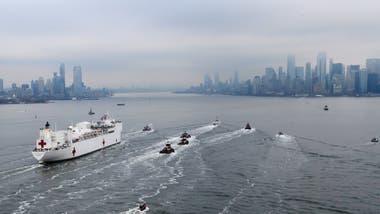 Un buque-hospital llega a Nueva York