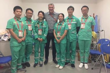 Diego Grippo (en el centro), presidente de la Comisión Nacional Antidopaje, durante el último Mundial de básquetbol, en China.