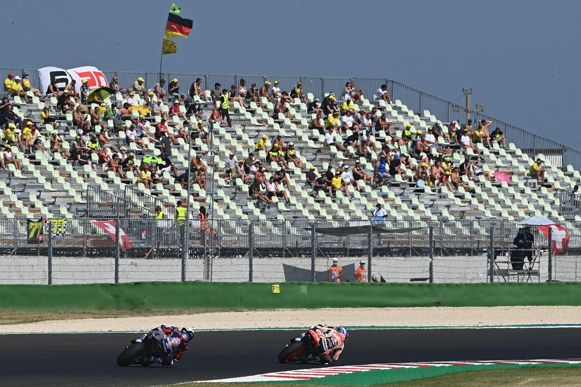 MotoGP: Maverick Viñales celebró la vuelta del público al quedarse con la pole y Valentino Rossi dice que su show continuará