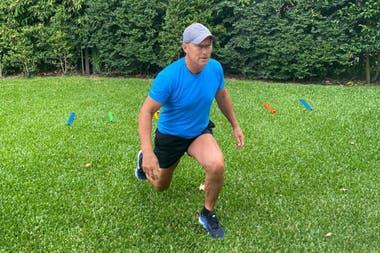 A los 60 años, Calderón no descuida una rutina de ejercicios físicos; se machó del país en 1983 y su actual residencia en Europa está en Puerto Banús, muy cerca de Marbella, pero siempre regresa de visita a la Argentina