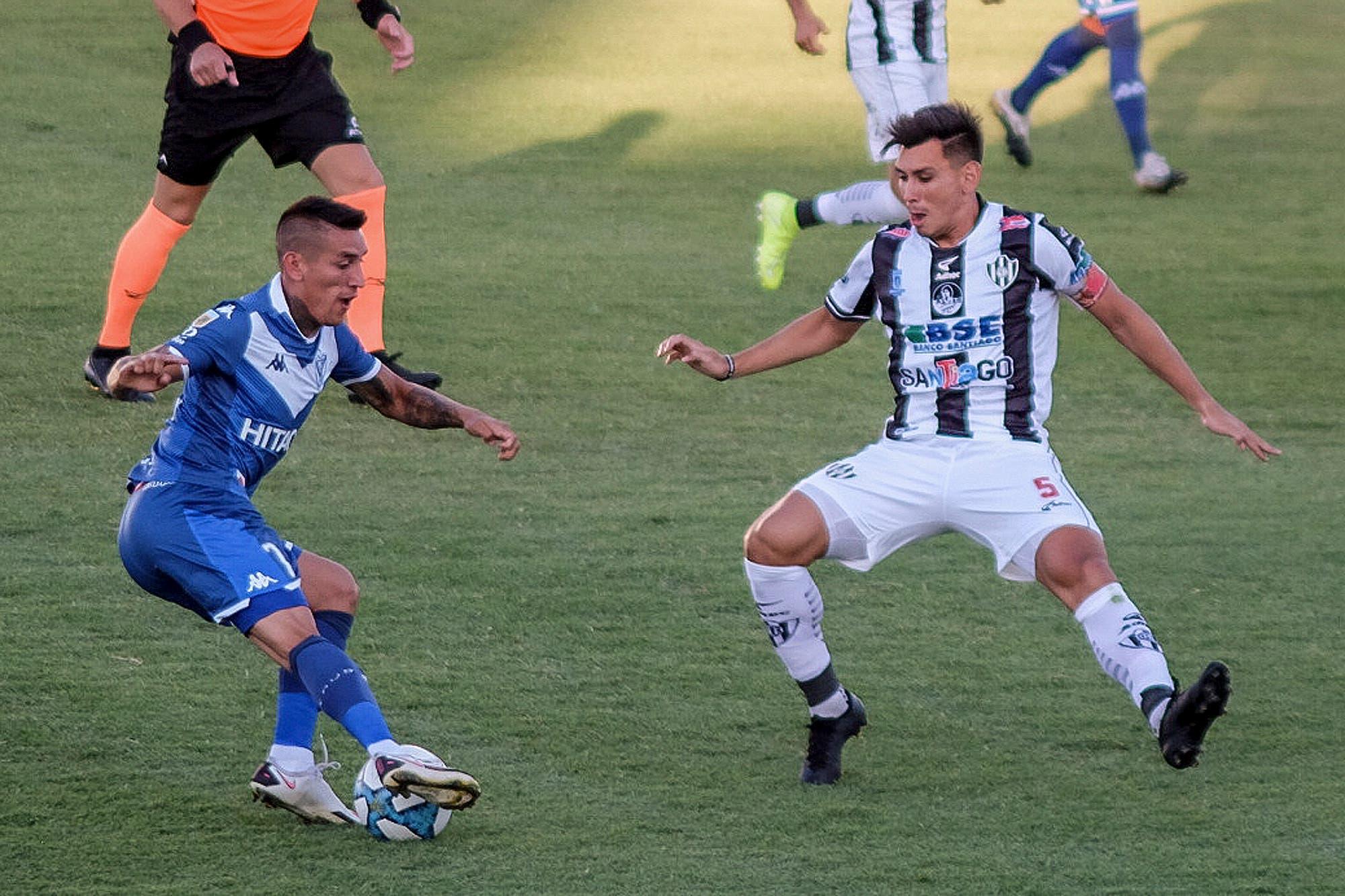 Central Córdoba-Vélez, por la Copa Diego Maradona: el golazo de tiro libre de Ricky Álvarez en Santiago del Estero
