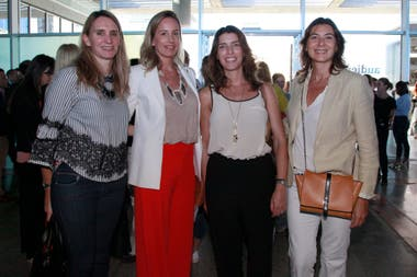 Evelin Thesing (Amex), Lucrecia Cornejo (Diderot.art), Angie Braun (Didedort.art) y Mariana Kratochwil (Revista Living)
