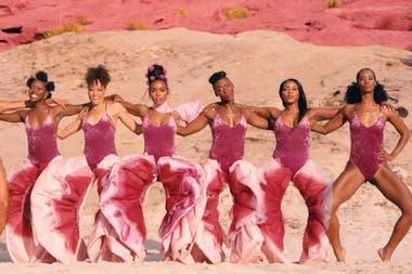 La cantante y actriz Janelle Monae usó unos pussy pants en el videoclip de su tema Pynk.