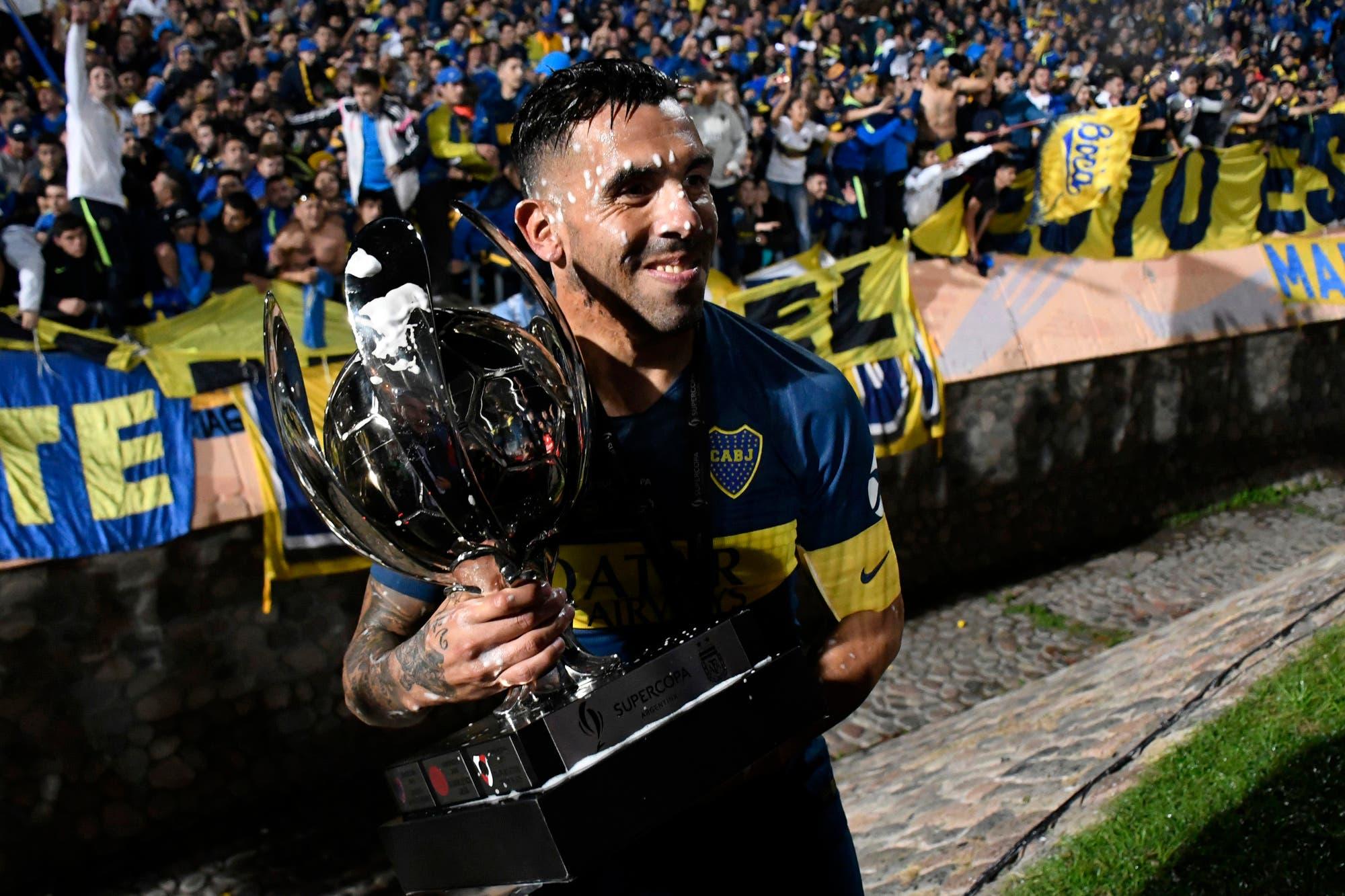 Los 27 títulos de Carlos Tevez: en qué equipos ganó y su lugar entre los más campeones