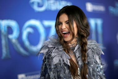 Selena Gomez, exchica Disney y fanática de Frozen, en la alfombra roja del estreno