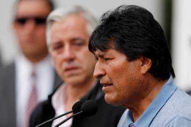 Morales durante la conferencia de prensa que dio al llegar a México
