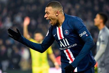 Mbappé celebra su gol, el que abrió el triunfo de PSG sobre Nantes