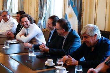 Cafiero y otros ministros recibieron el jueves a los referentes sindicales de la CGT y de la CTA, en la Casa Rosada