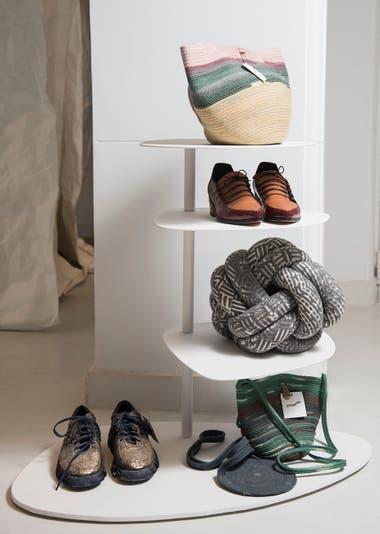 Productos diseñados por creadores de Mendoza y Rosario se exhiben y venden enla tienda de Tramando