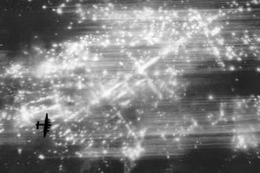 Aviones de la RAF británica lanzaron toneladas de bombas explosivas y de material incendiario
