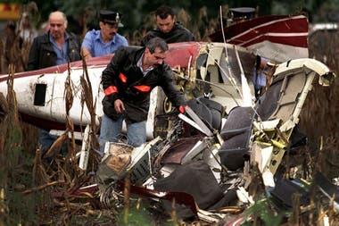La Junta de Investigaciones de Accidentes de Aviación Civil y un experto de la fábrica Bell, Jack H. Suttle, analizaron por separado los restos y no detectaron orificios de bala en las primeras semanas de inspección