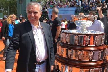Raúl Pérez Roldán, en octubre de 2017 en Tandil, cuando la AAT llevó la Copa Davis al club Independiente.