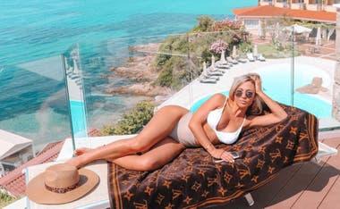 Nicolás Tagliafico recorrió las paradisíacas playas italianas junto a su novia, Carolina Calvagni