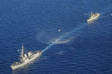 Dos buques que participan en un ejercicio militar greco-estadounidense en el mar Mediterráneo oriental al sur de Creta, el 24 de agosto de 2020