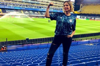 Ángela Lerena, la primera mujer en comentar un partido oficial del seleccionado argentino: la acompañó Pablo Giralt en la Televisión Pública.