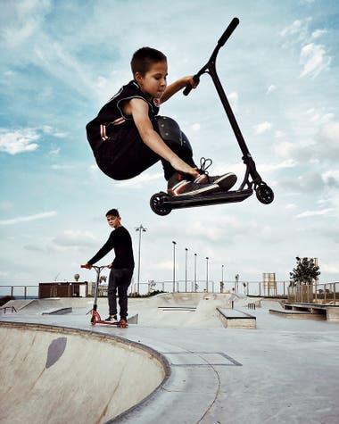 """""""Parte de una serie tomada en Skate Park. Me cautivaron estos niños pequeños, que pasan horas, entrenando continuamente para mejorar y lograr cosas más grandes """""""