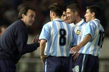 En la selección, y una charla al pie de la cancha con Marcelo Bielsa; escuchan Zanetti, Simeone y Ayala