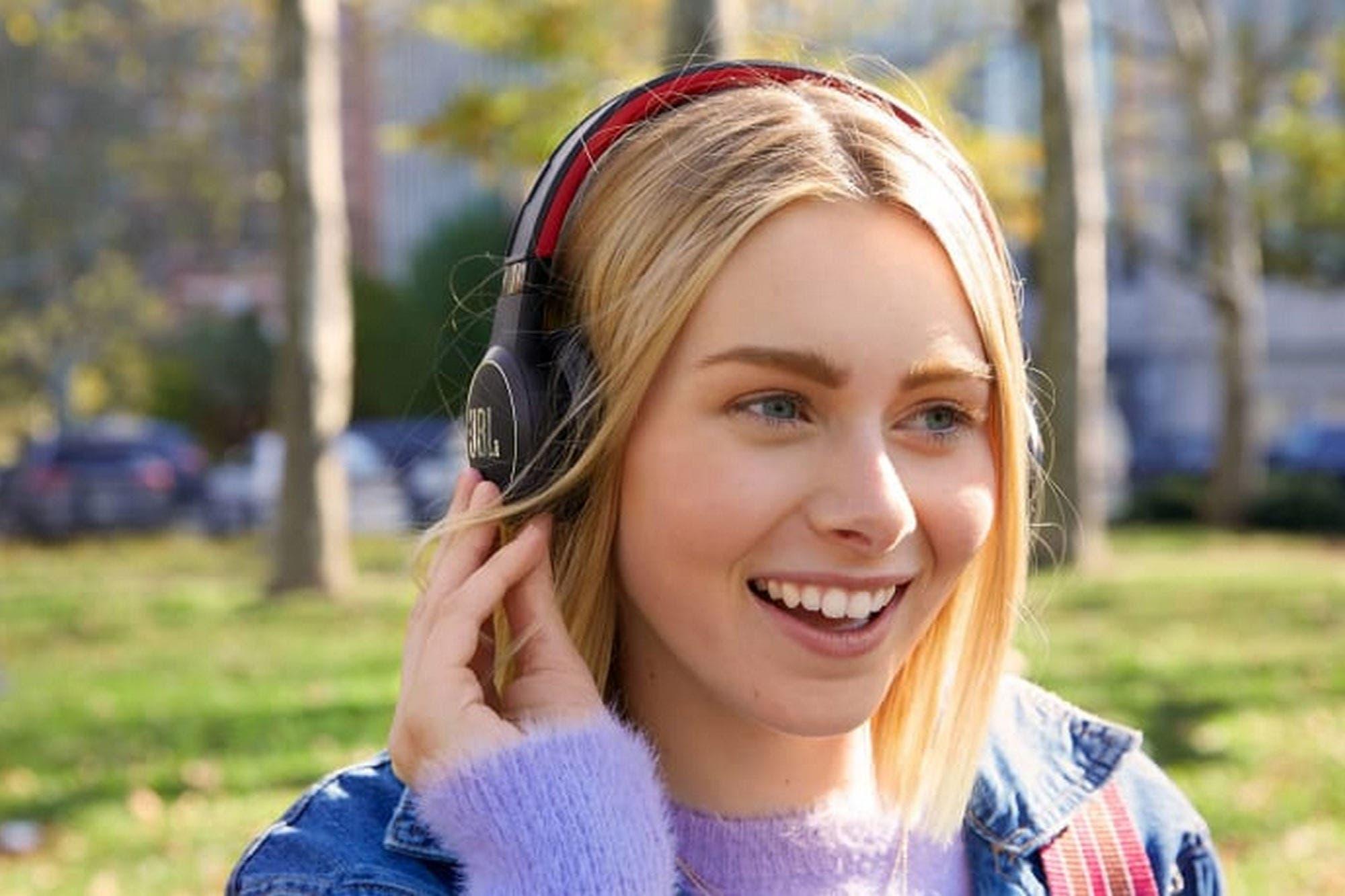 Bluetooth y solar: JBL presentó los auriculares que se cargan con la luz del sol