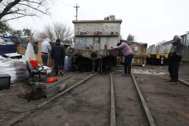 Terrenos ferroviarios tomados en Victoria, en el Ramal Mitre; las ocupaciones en el conurbano son una fuente creciente de inquietud en el peronismo