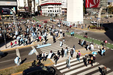 Comienzan a llegar manifestantes al Obelisco por la marcha del 19S