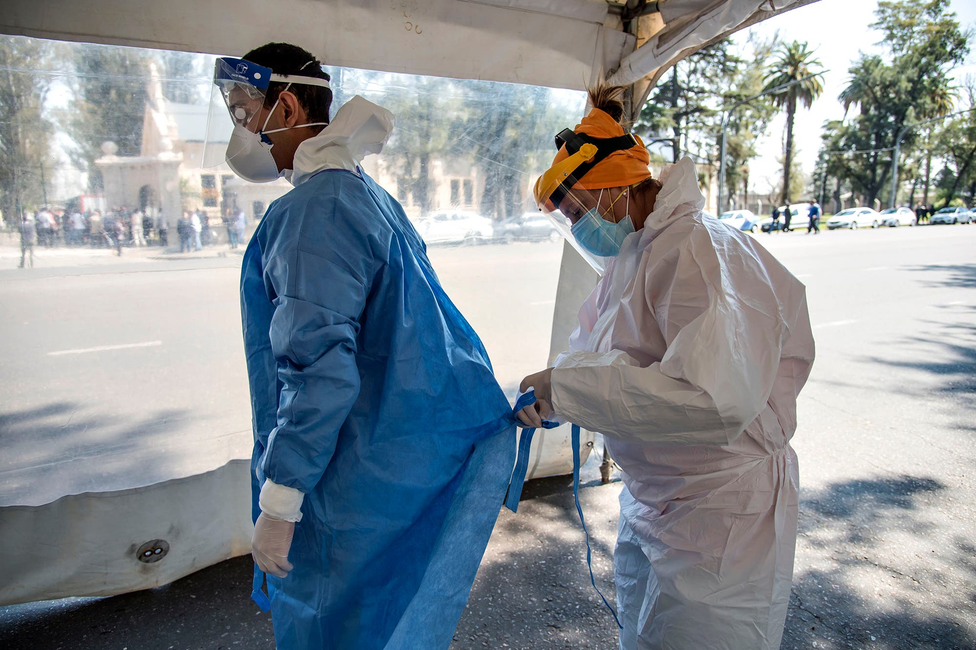 Coronavirus: con un nuevo récord de casos, la Argentina superó a Perú y es el 7° país con más contagios