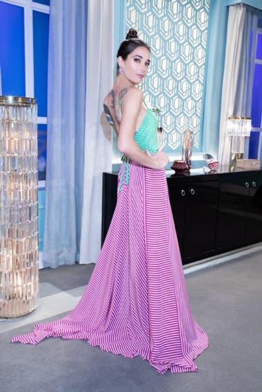 Juana Viale lució un diseño de Gino Bogani en tonos rosados con bordados en verde