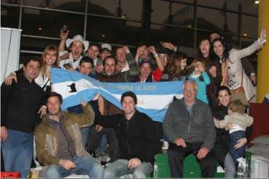 Años atrás, la familia Fernández completa luego de recibir un Gran Campeonato en la Exposición Rural de Palermo
