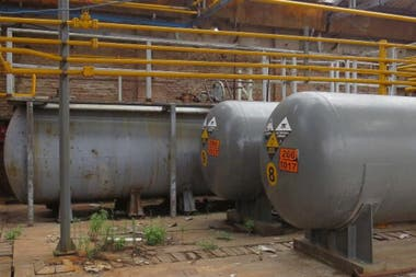 La Justicia investiga un presunto pacto para cerrar una causa contra el empresario Tasselli por la desaparición de material tóxico; en la Petroquímica Bermúdez desaparecieron 1000 tubos de gas cloro, altamente tóxico, de una tonelada cada uno