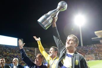 Central tiene un héroe: el Patón Bauza volvió a su casa para reinventarse como entrenador