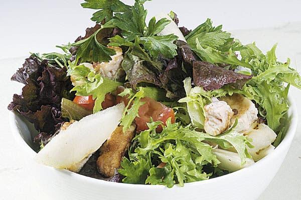 Receta de Ensalada de mollejas y peras con vinagreta de miel y soja