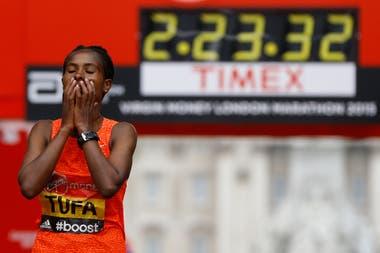La etíope Tigist Tufa superó a las keniatas en Londres