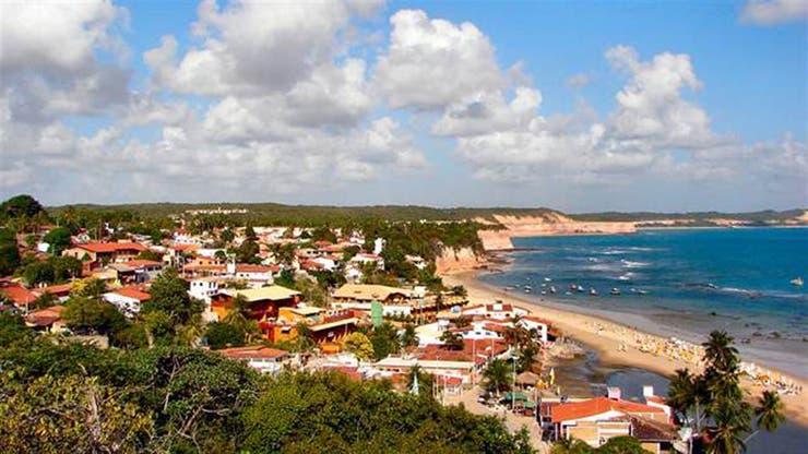 Muchos argentinos deciden veranear en la playa brasileras en donde el brote epidemiológico lleva un año de evolución