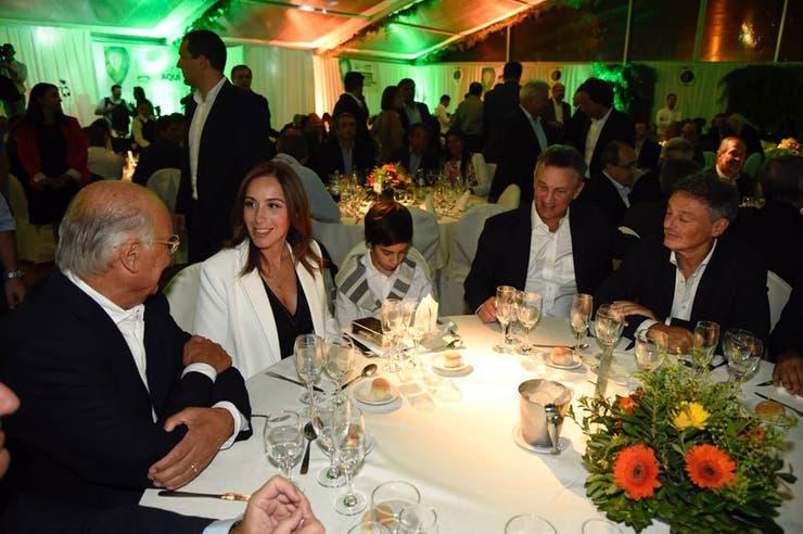María Eugenia Vidal, Fernán Saguier y Francisco Cabrera, en la cena de Expoagro 2018