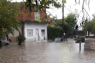 En total, más de 400 personas debieron ser evacuadas por las fuertes lluvias