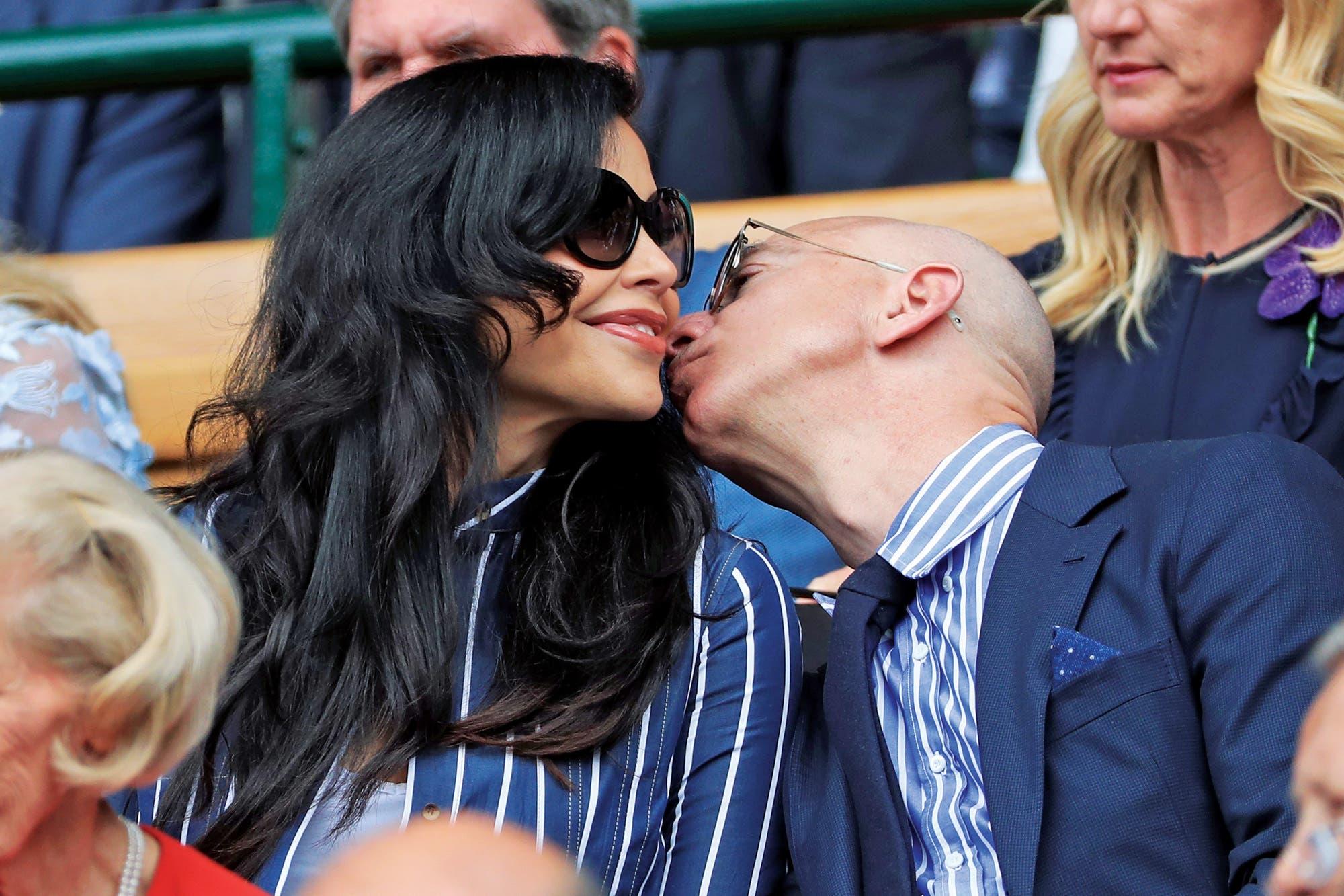 Jeff Bezos, el multimillonario empresario tecnológico que se convirtió en la tapa de los tabloides