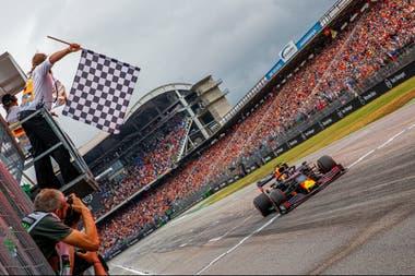 Dos carreras en un mismo lugar en fines de semana consecutivos: ésa es el plan que pergeña la Fórmula 1 para salvar la mayor parte posible de su temporada.