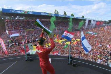Leclerc festejó el titulo que desde 2010 no ganaba en su casa la escudería Ferrari