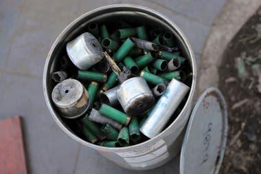 Miles de cartuchos de gas lacrimógeno y de balas de goma se juntaron durante la limpieza.