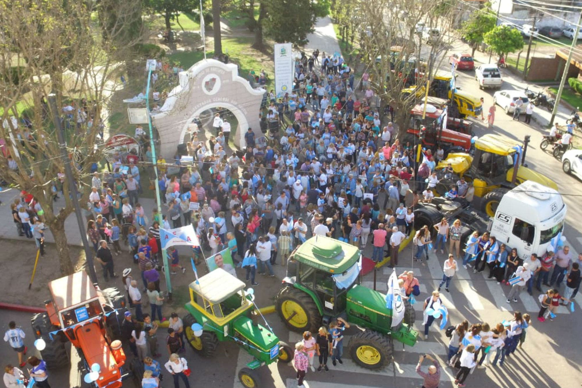 """En las rutas, con tractores y caballos, el campo apoyó la """"marcha del millón"""""""