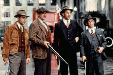 George Stone (Andy García), Jim Malone (Sean Connery), Eliot Ness (Kevin Costner) y Oscar Wallace (Charles Martin Smith): los cuatro jinetes del apocalipsis
