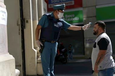 Controles de fiebre en la capital chilena