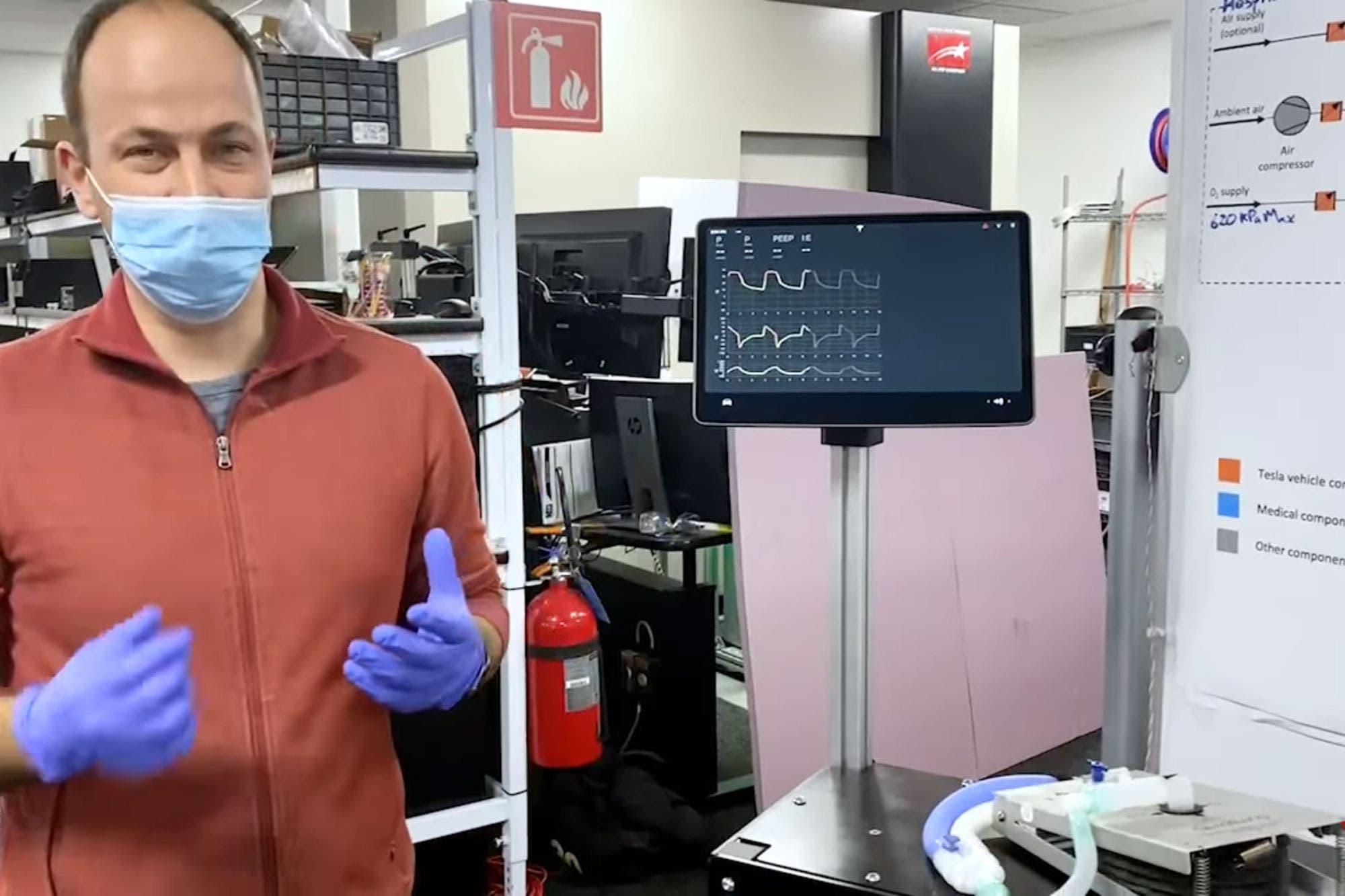 Tesla revela el desarrollo de un prototipo de respirador con partes de su vehículo eléctrico en un video publicado en YouTube