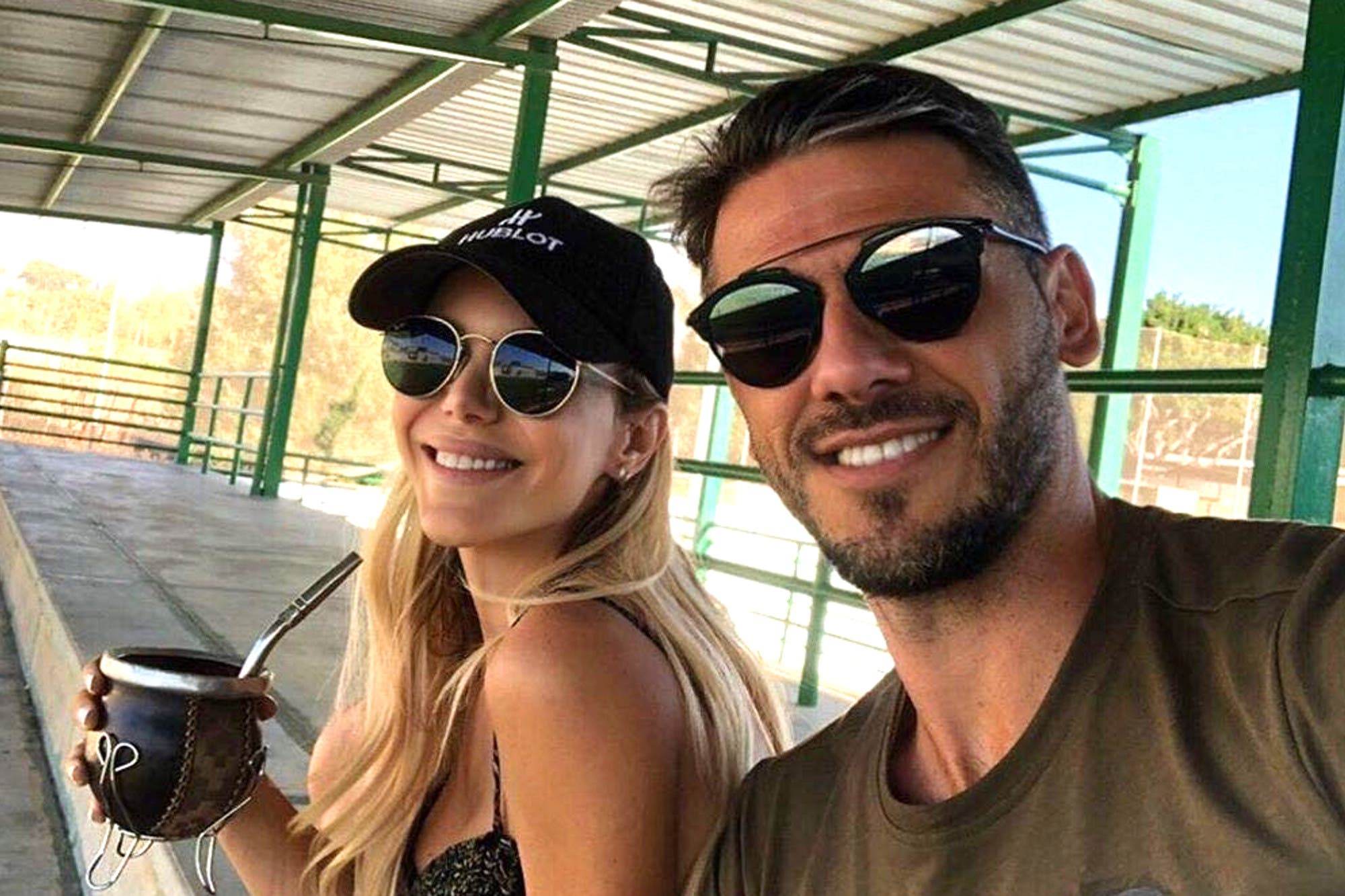 Alta gama: Martín Demichelis y Evangelina Anderson en un autocine de lujo para ver a Bayern Múnich