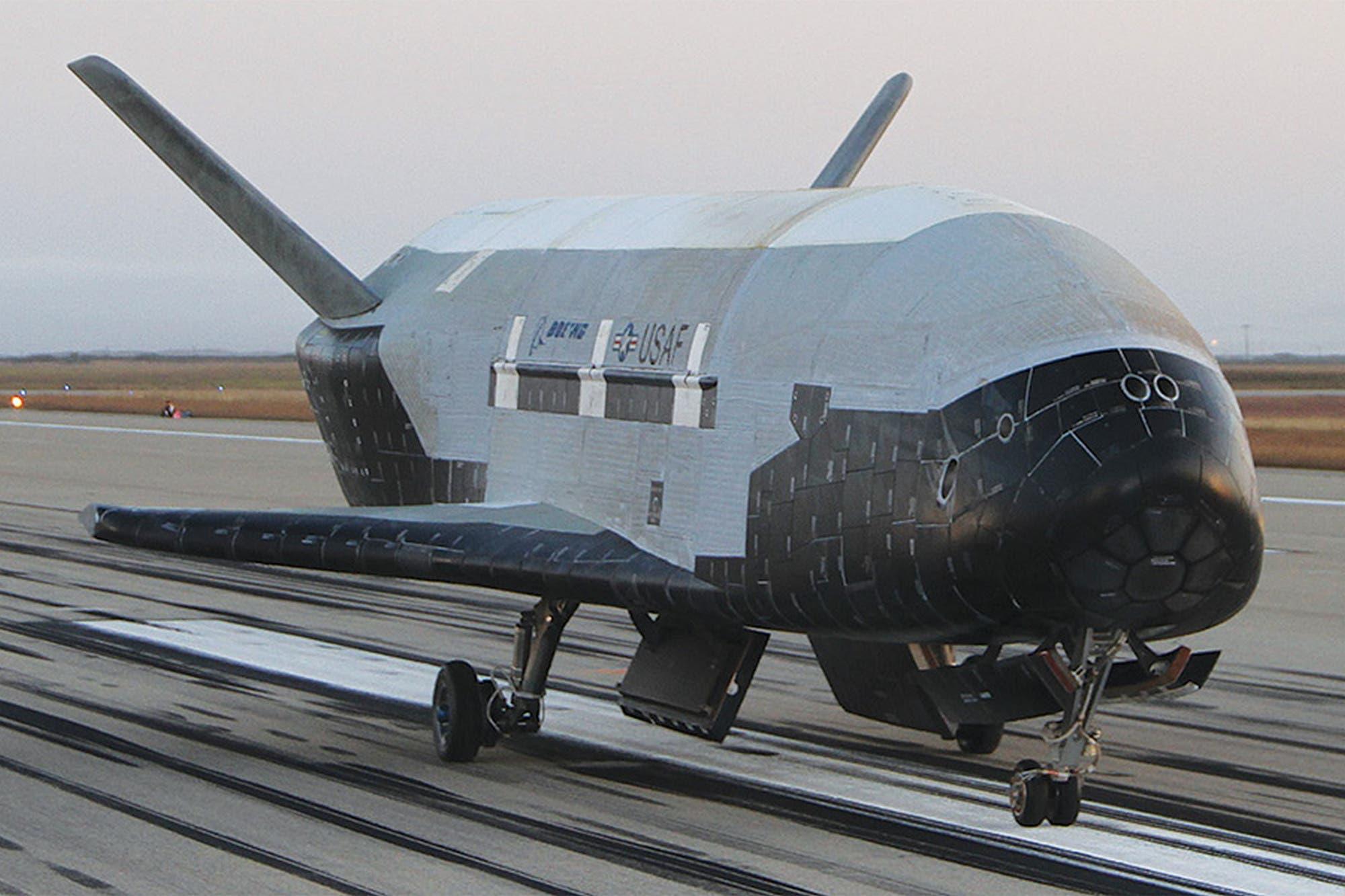 Lo que se sabe de la nueva misión del X-37B, el misterioso avión orbital de la Fuerza Aérea de Estados Unidos